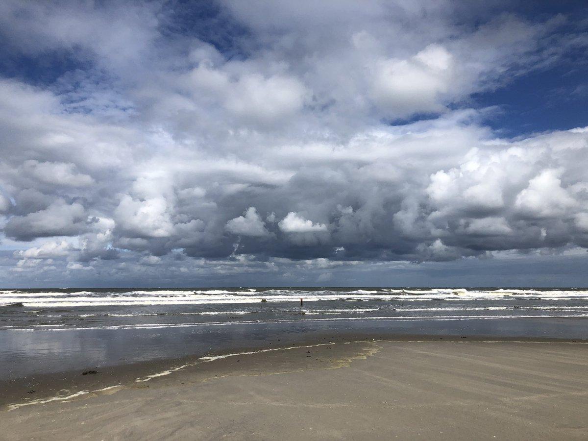 Is toch niet te doen zo mooi die kleuren?! En die wolken? 😍 #Ameland #Waddenzee #geluksvogel https://t.co/88IOOD9HKs