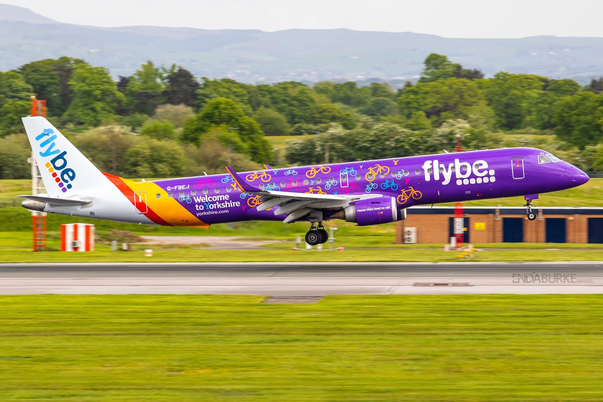 """Arriving at @manairport a few years ago is the Flybe @embraer """"Welcome to Yorkshire livery"""" #avgeek #aviation #flybe #embraer #mcr #manchester #manchesterairport #landing #yorkshire #photography #airport #airplane #egcc #ringway #travel https://t.co/ORCnnTCxUl"""