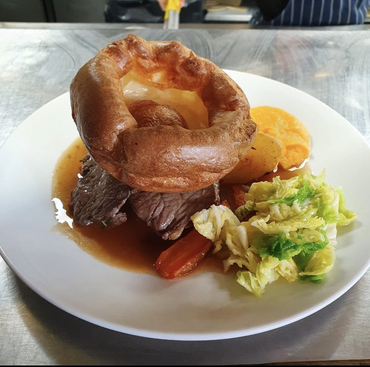 What it's all about! Get some of this roast beef action 😎😋#sunday #sundayroast #weekendmood #nineelms #yourlocal https://t.co/0Iy1gWQRQy