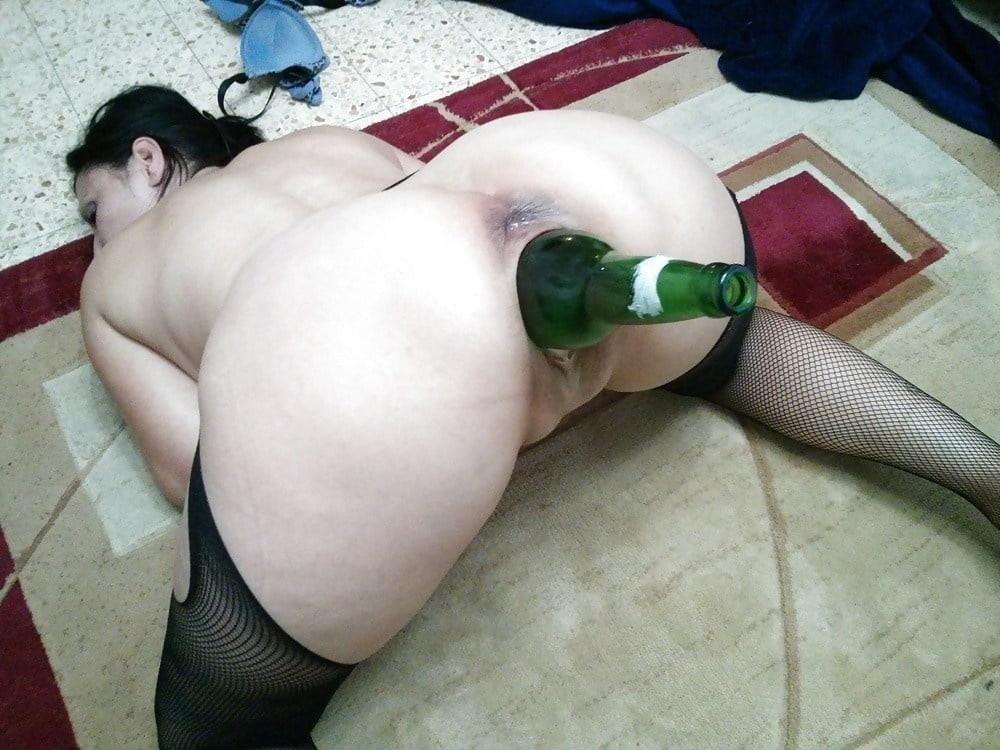 Nikolettas anal bottle fuck