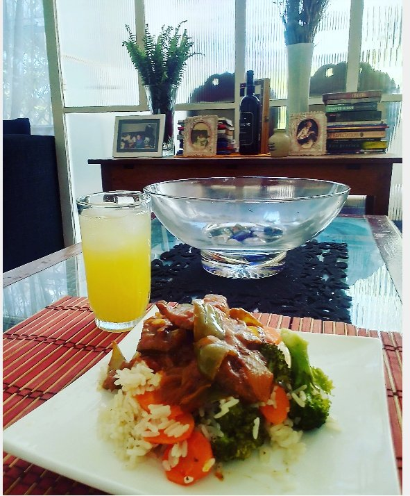 When Im feeling low I cook🙏 .. #SundayLunch Ox liver with carrot broccoli and cauliflower steamed then cooked in rice