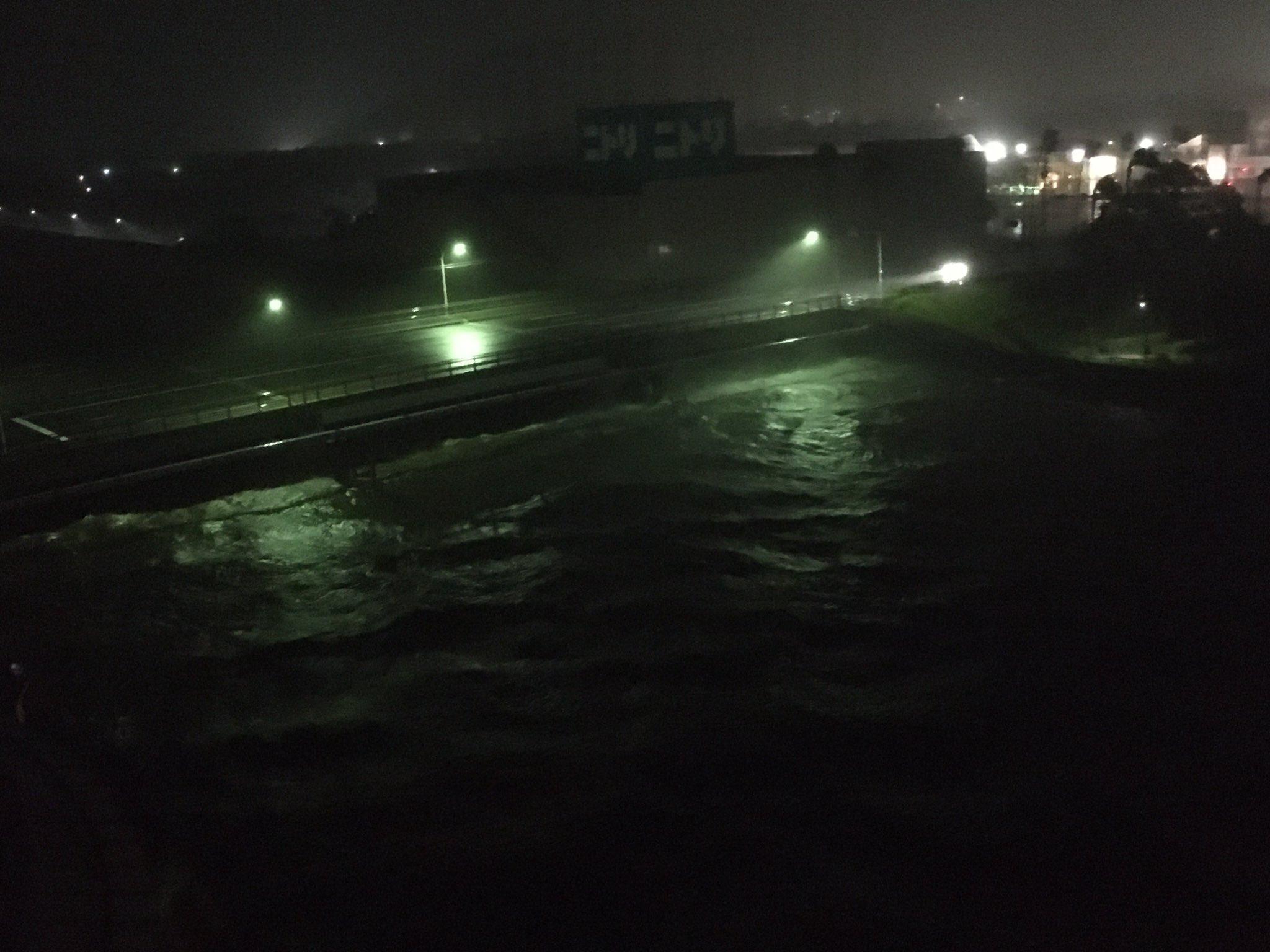 台風10号で永田川が氾濫寸前の画像