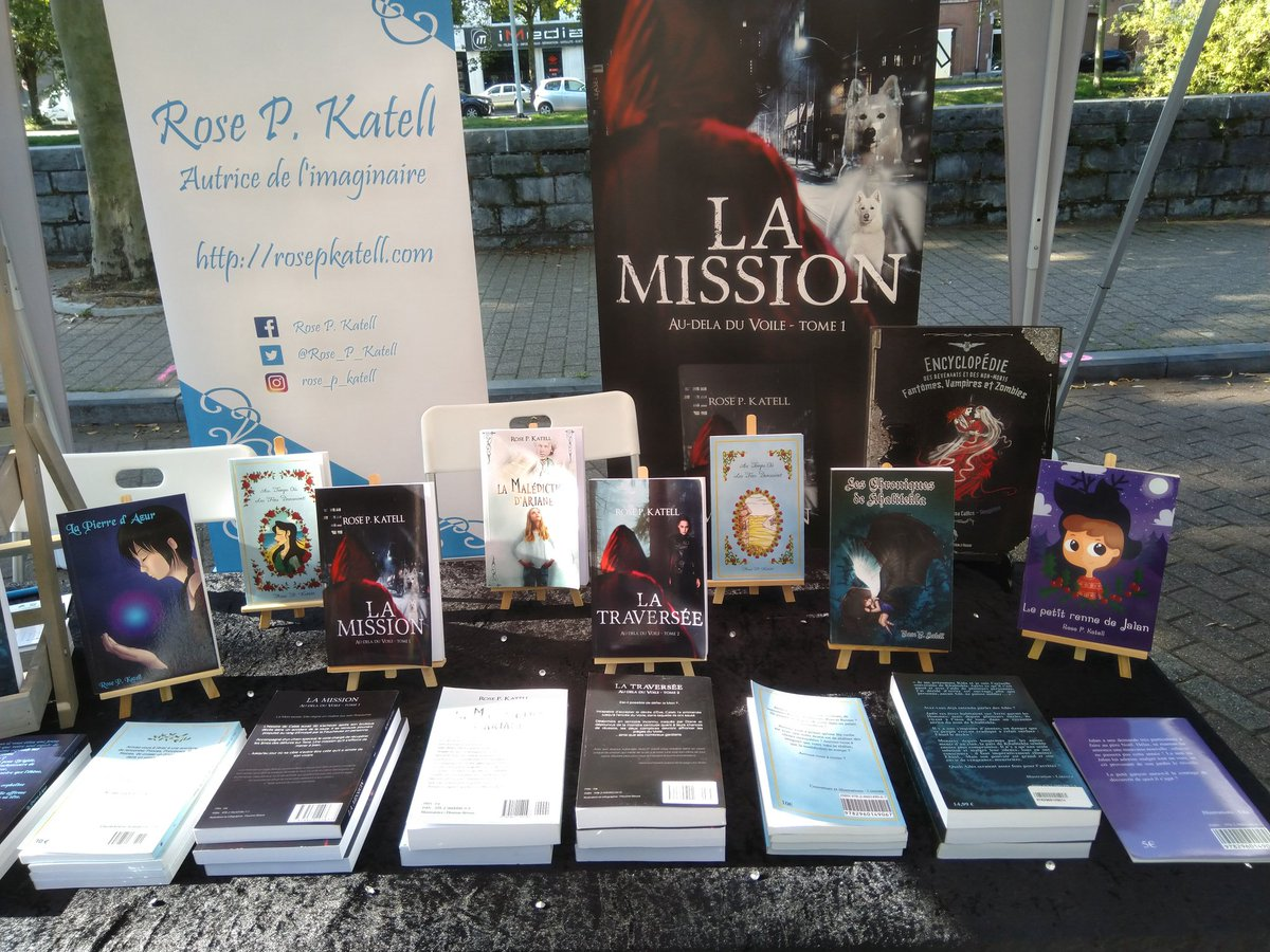 La foire du livre de Verviers, c'est terminé. Quel plaisir de participer à nouveau aux événements littéraires ! 😁 Cet aspect de ma vie d'autrice m'avait manqué.  #FoireDuLivre #Salon #Verviers #Autrice #Imaginaire #AutoEdition  #AutoEditée #VieDAuteur https://t.co/uURjFb4kxo