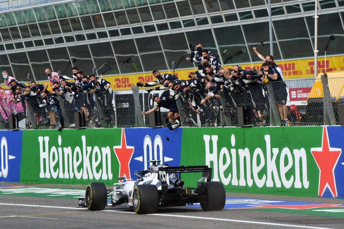 #F1jp チェッカーフラッグの瞬間の写真です   #PoweredByHonda