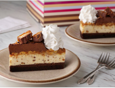 🚨 NEW CAKE ALERT 🚨 The new Chocolate Caramelicious Cheesecake Made with Snickers®, featuring an Original Cheesecake, swirled with Snickers® on a brownie crust, with chocolate, caramel and peanuts. Now available at The Cheesecake Factory. 😋 #TheCheesecakeFactory https://t.co/qXifhf4rAS