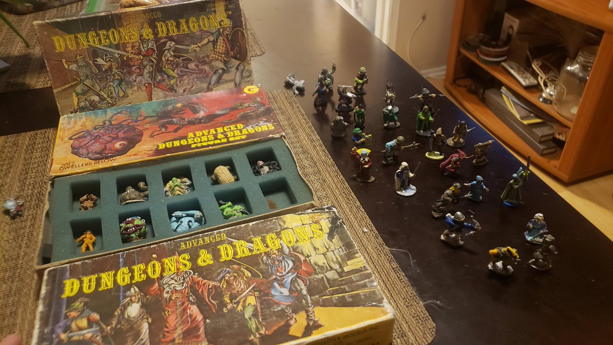 Cool find on Offer Up.  #dungeonsanddragons #boardgames https://t.co/AT4Q23Abu7