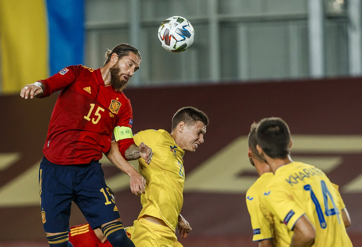 ¡Este gol de @SergioRamos es HISTÓRICO!  ⚽ 23er tanto con España  ➡️ Ya es el 8️⃣º jugador que más goles ha marcado con la @SeFutbol   🔝 Supera a Passarella y ya es el defensa con más goles como internacional en la historia del fútbol mundial  #SomosEspaña 🇪🇸 #SomosFederación https://t.co/qohg3JzaYU
