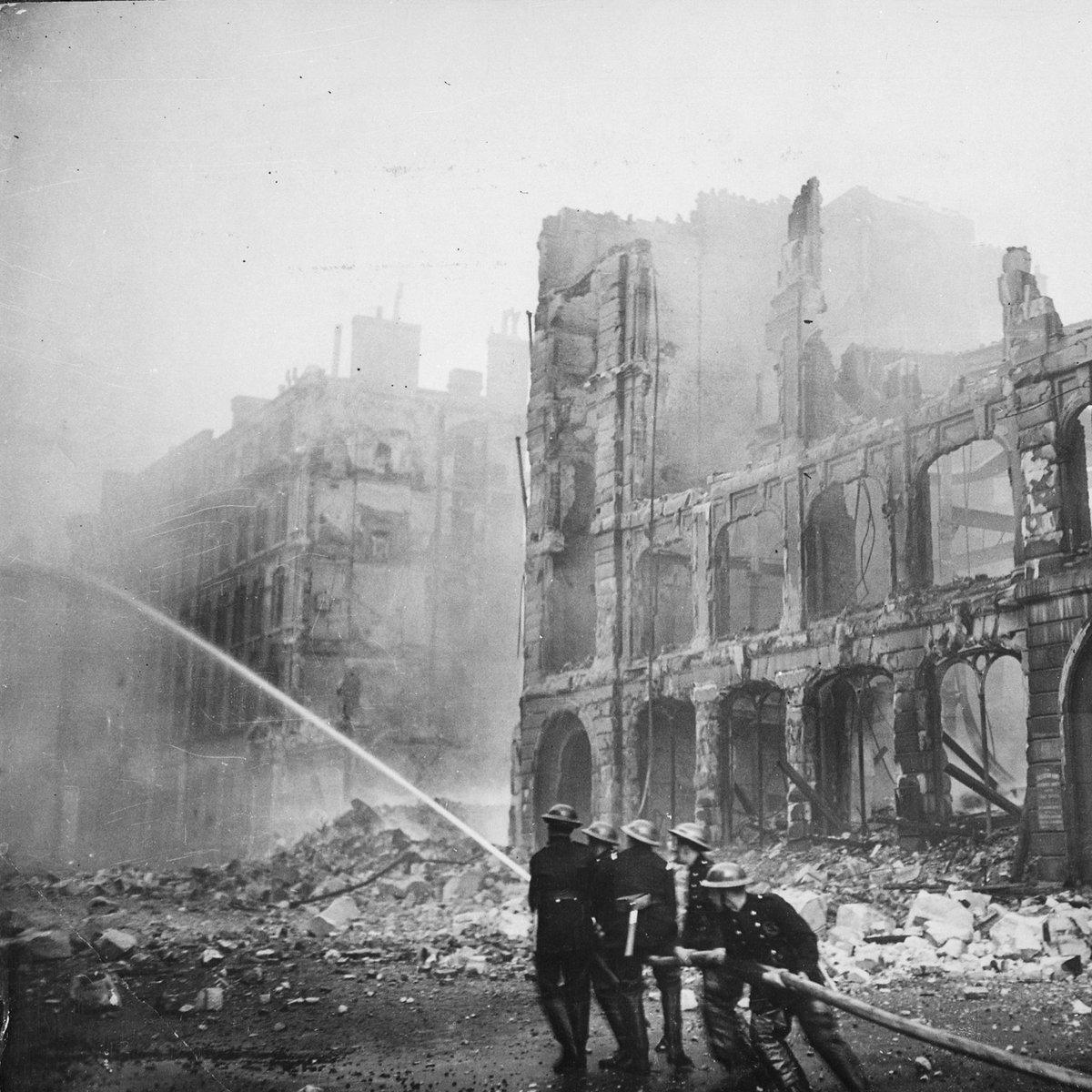 """今日は何の日 Twitterissä: """"補足:空襲下のイギリス ロンドン大空襲は ..."""