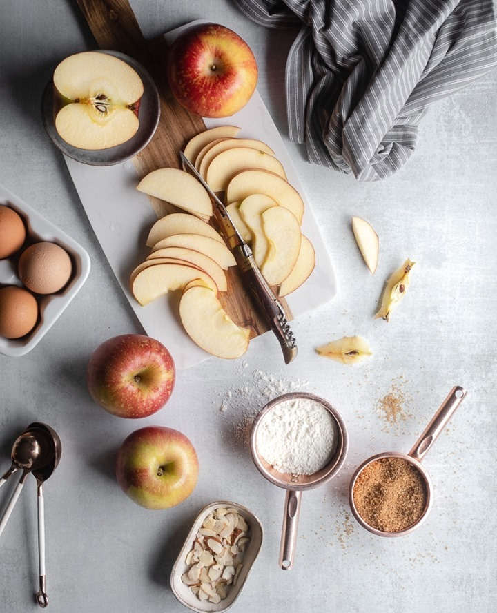 What do you make with apples? @frenchlyphotography   #creativefood #smoothie #bluefood #breakfastidea https://t.co/CYMVIUUghQ
