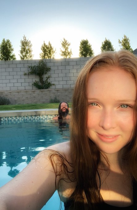 Elan Gale (Producer) - Molly Quinn - Discussion - Page 32 EhSHOlEVkAABAk-