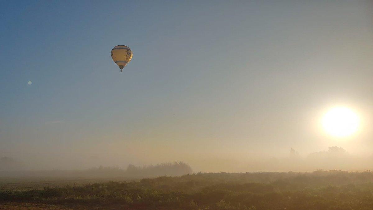 Ochtendvaart in de Achterhoek met mist en de opkomende zon..@weermanrobert @niekehoitink @helgavanleur @Weerplaza @weeronline https://t.co/7ruOBhFsia