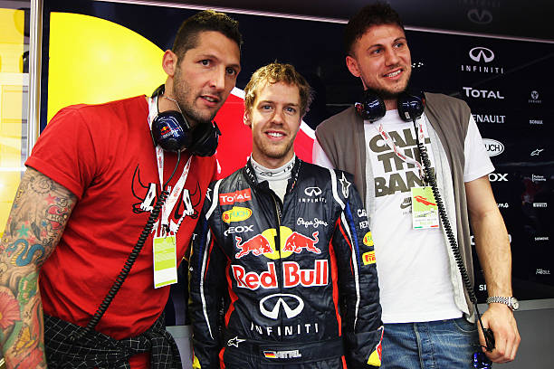 Throwback: Sebastian Vettel with Italian footballer @iomatrix23 and basketball player @mancio6 during the F1 test at @MugelloCircuit in 2012.  📸 @GettyImages  #Seb5 #Vettel #SebastianVettel https://t.co/pHgbXiF3LD