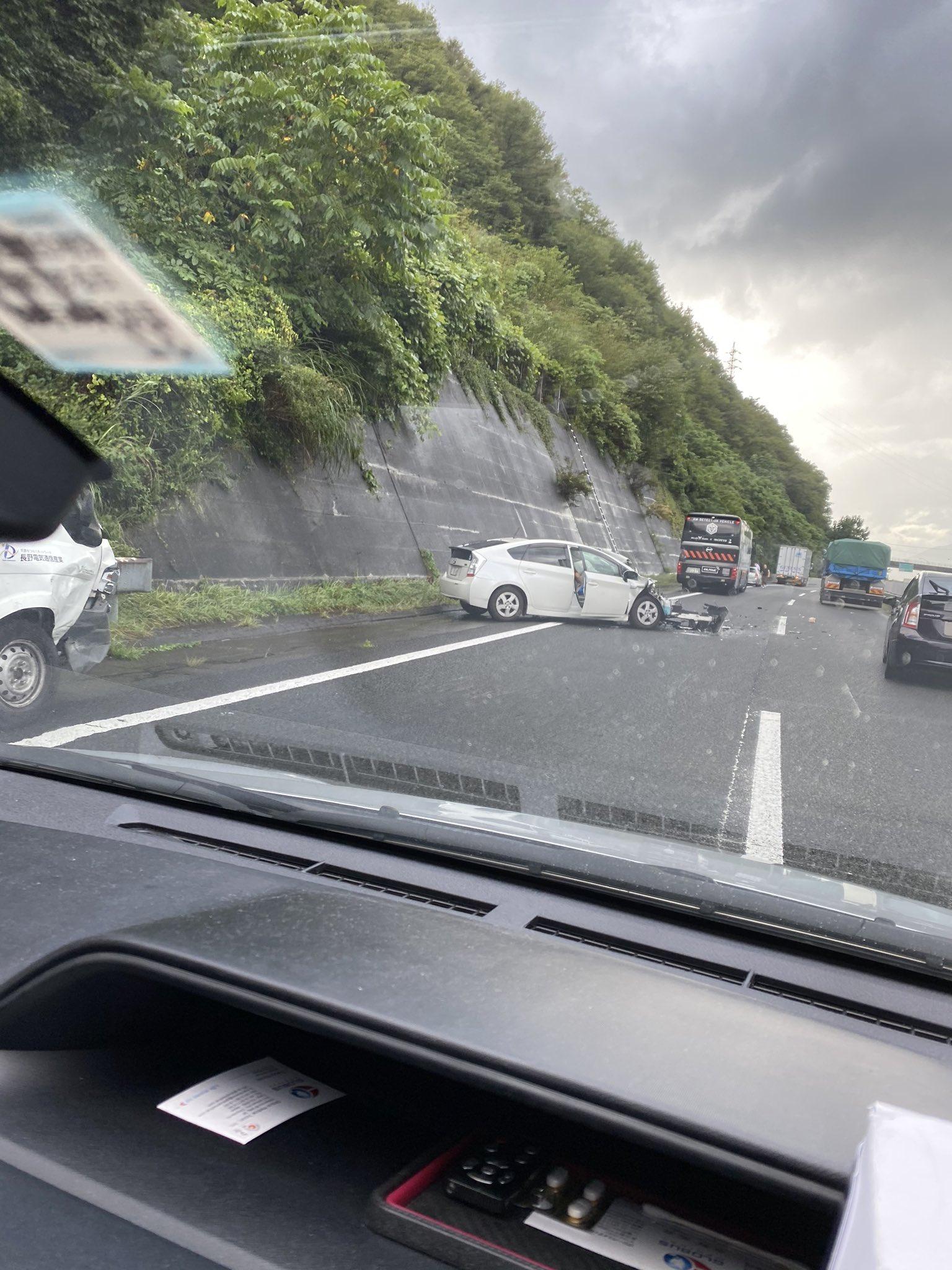 中央道の勝沼IC付近の交通事故現場の画像