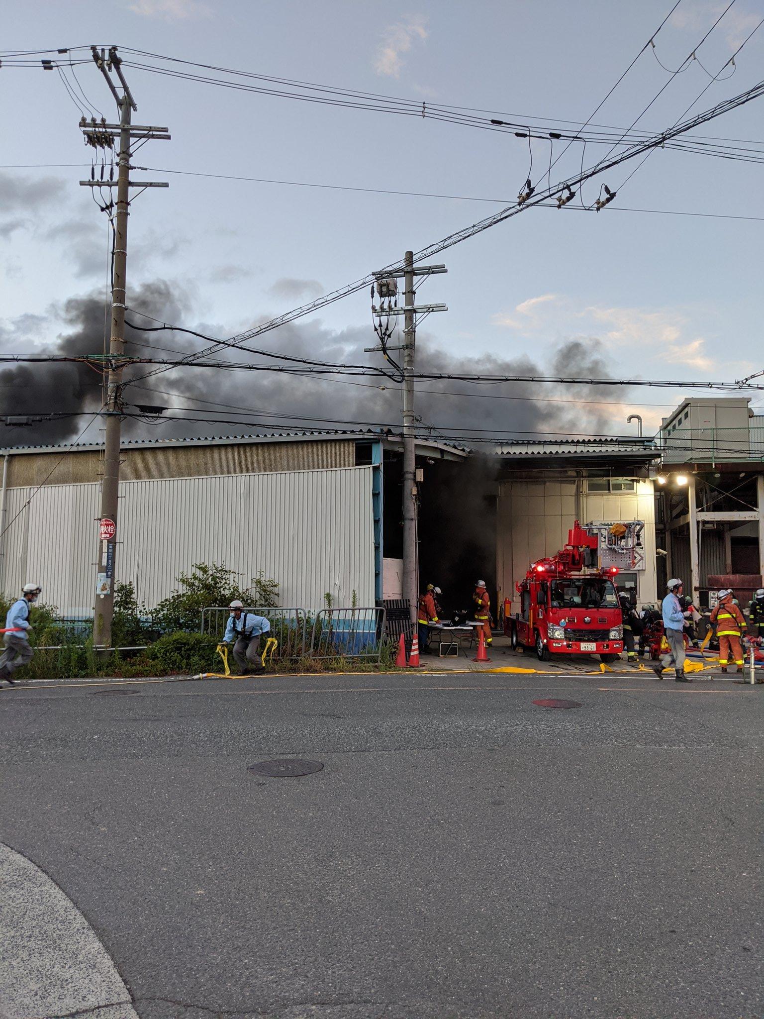 大東市御領の工場で火事が起きている画像