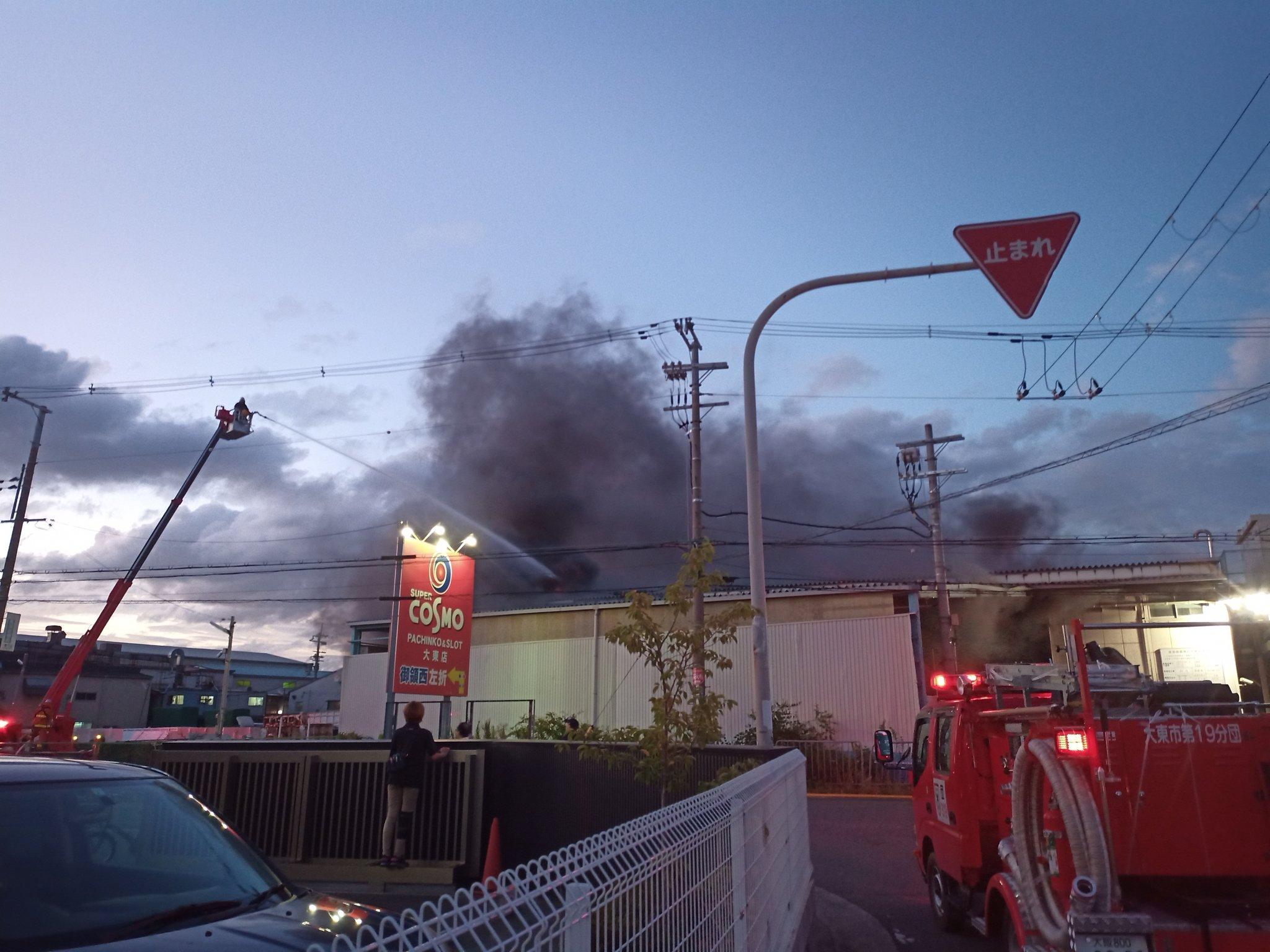 大東市の産業工場で爆発火災が起きている画像