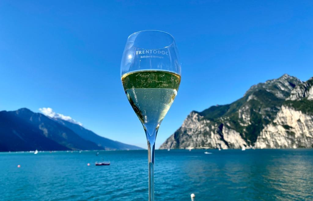 A weekend on Lake Garda with #Trentodoc. Thank you to those who came to visit us, see you next year! https://t.co/IOneDCjM0i