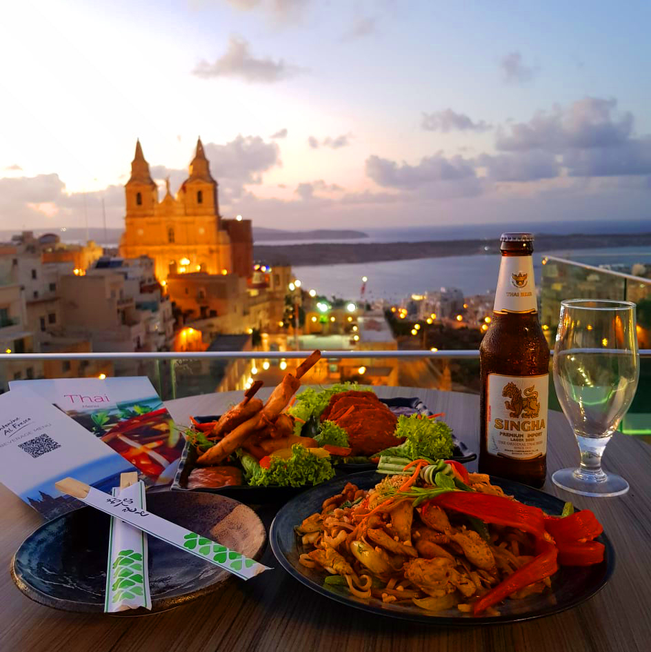 Come relax & enjoy these tasty colourful dishes 😍 accompanied by a lovely view   #antoninealfresco #maritimmalta #thaifusion #food #cocktails #singhabeer #views #outdoordining https://t.co/UhnMhfB0HA