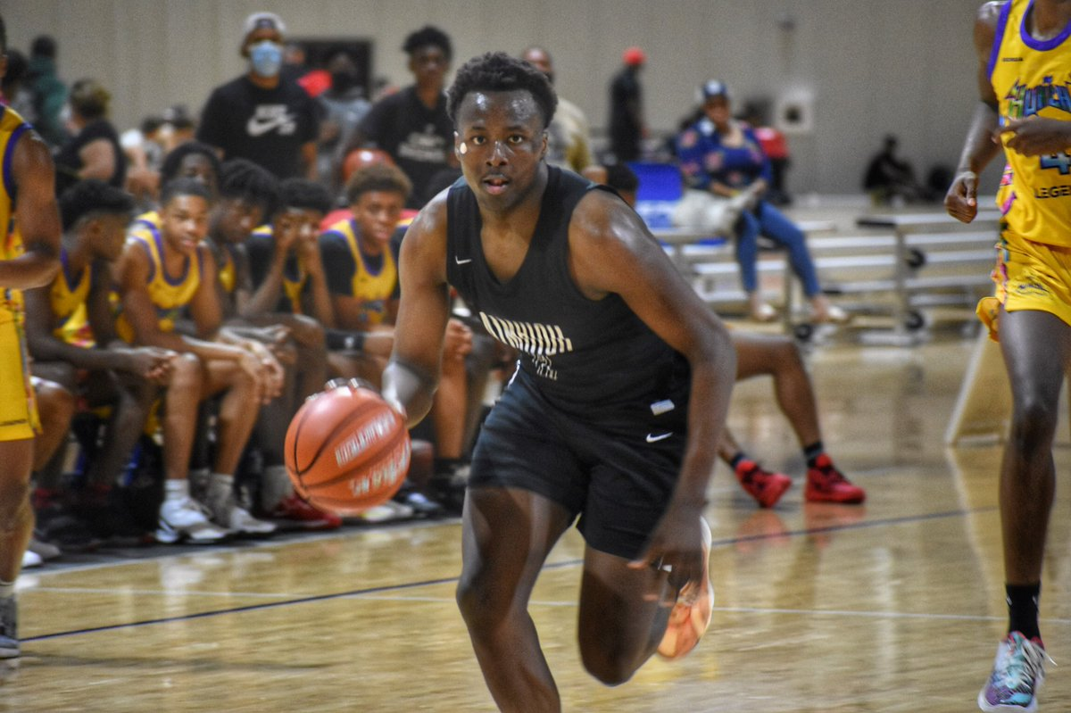 Robbie Armbrester has committed to Houston.   He was the 2019 #BattleForGeorgia 16U MVP and has been an all tournament player at multiple LP Hoops events. We love his toughness and all of the qualities he brings to the floor. Fantastic fit with the Cougars. https://t.co/yMsAjm6AOZ