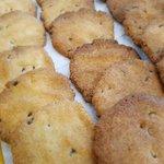 Image for the Tweet beginning: 【2525Cafe宮古島】15 時15分ただいまチョコチップクッキーが焼き上がりました‼️甘味を控え素材の美味しさを引き立てたシンプルなチョコチップクッキーです🎵是非お試しくださいね❗ 1枚80円です❗お待ちしております #宮古島エール飯 #宮古島ゆっくり出来るカフェ #ゴーゴーフードラリー