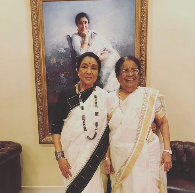 Double birthday love💕🎉💜@ashabhosle #MeenaAaji https://t.co/Rne1fvwWDg