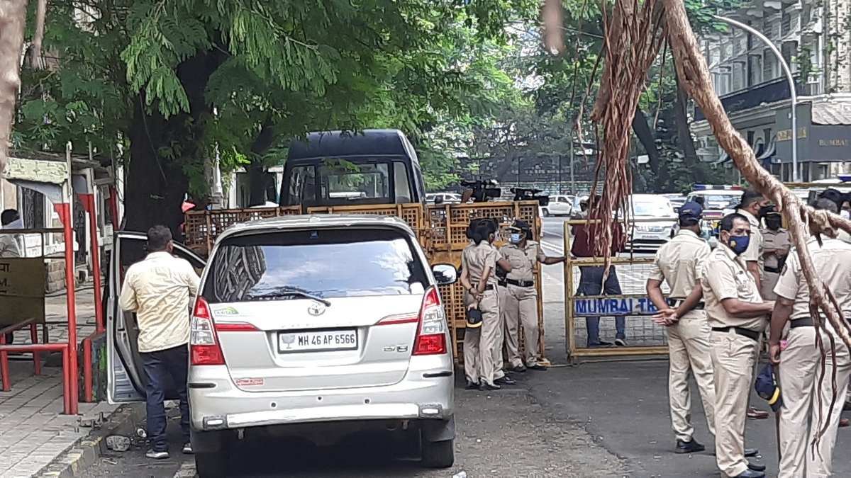 Car being used by #NCB top officials in #SushantSinghRajputCase. What caught my attention was the 🌷 on number plate.   🤔🤔🤔🤔🤔🤔🤔 https://t.co/V0CauyPcgC