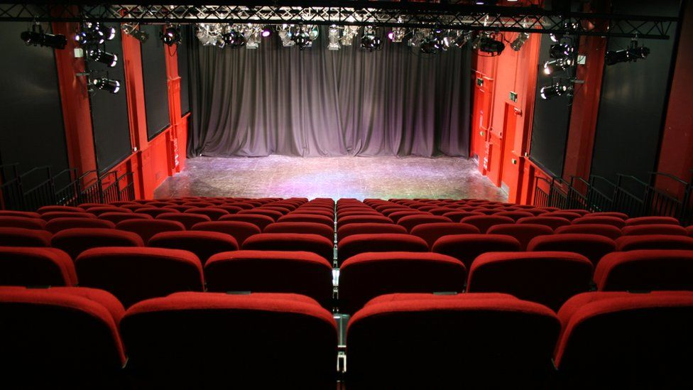 Will Lincolnshire's theatres survive covid?  #DundersAtBreakfast today with @CarlaGreene84. Listen live and later: https://t.co/xs0o2LaZwh https://t.co/s5wa0kjD6k