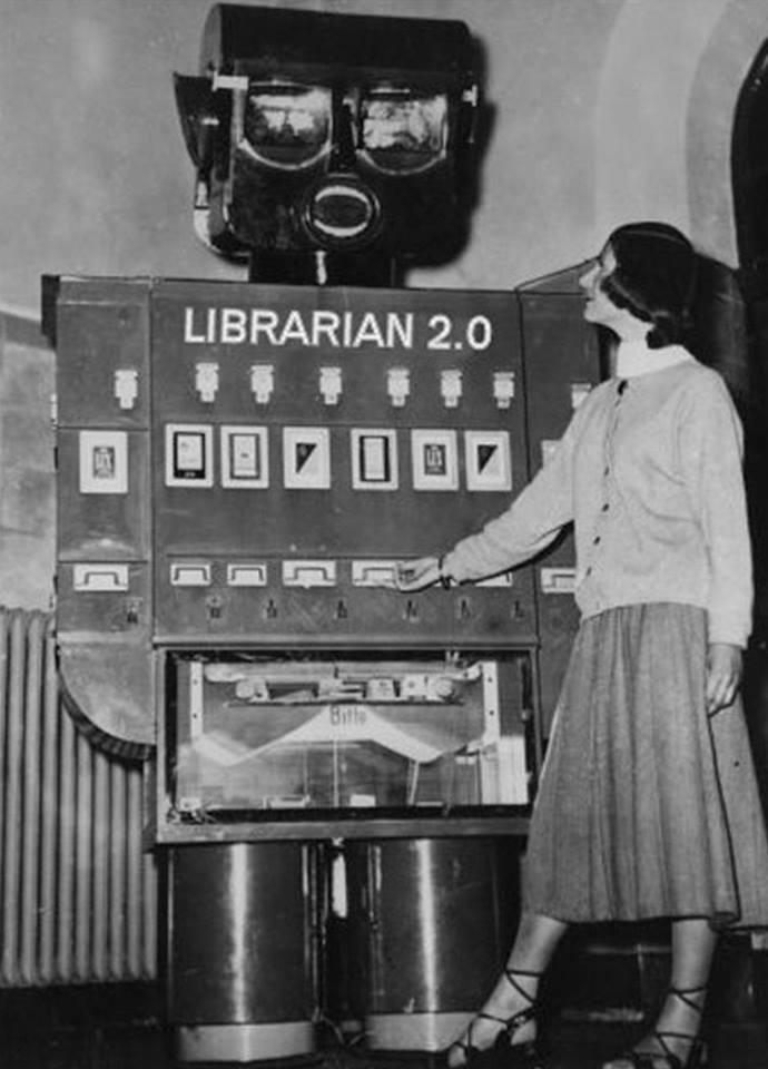 """Esta es una imagen muy curiosa. Fotografía """"futurista"""" de una bibiliotecaria 2.0, realizada en la primera mitad del siglo XX. Así veían desde el pasado nuestro presente. https://t.co/duZc07gAwI"""