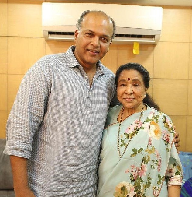 Happy Birthday to THE LEGEND Asha tai!!   THE most ENTERTAINING, full of FUN, YOUNG & ENERGETIC performer that I've had the good fortune of having worked with! 🙇♂️ @ashabhosle tai🙇♂️  For the RECORD -  Singing since 1943 | 11,000 songs | 20 Indian languages #HappyBirthdayAshaBhosle