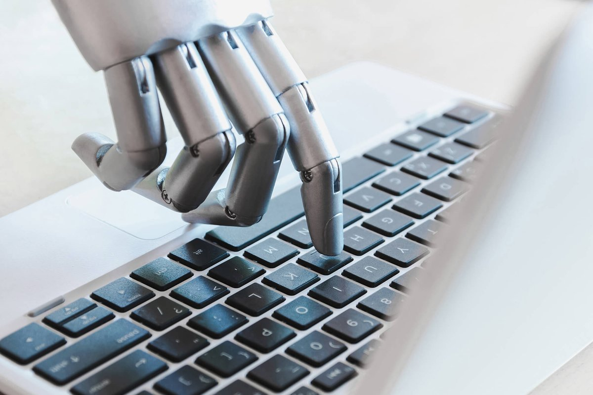 #Chatbots are important tools for #selfservice and #customerengagement. How should companies integrate #AI into the #customerexperience and refocus #agents on value-added service interactions ? https://t.co/YiuF5UAOSC https://t.co/l8JQeBK9j9