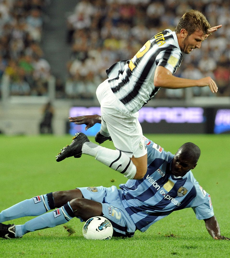 #OnThisDay in 2011 - a magical experience as we played @juventusfcen in the opening ceremony of their new stadium! 🤩  The match ended 1-1 with Lee Hughes and some bloke called Luca Toni on the scoresheet 😉 https://t.co/7A78RVAVoj