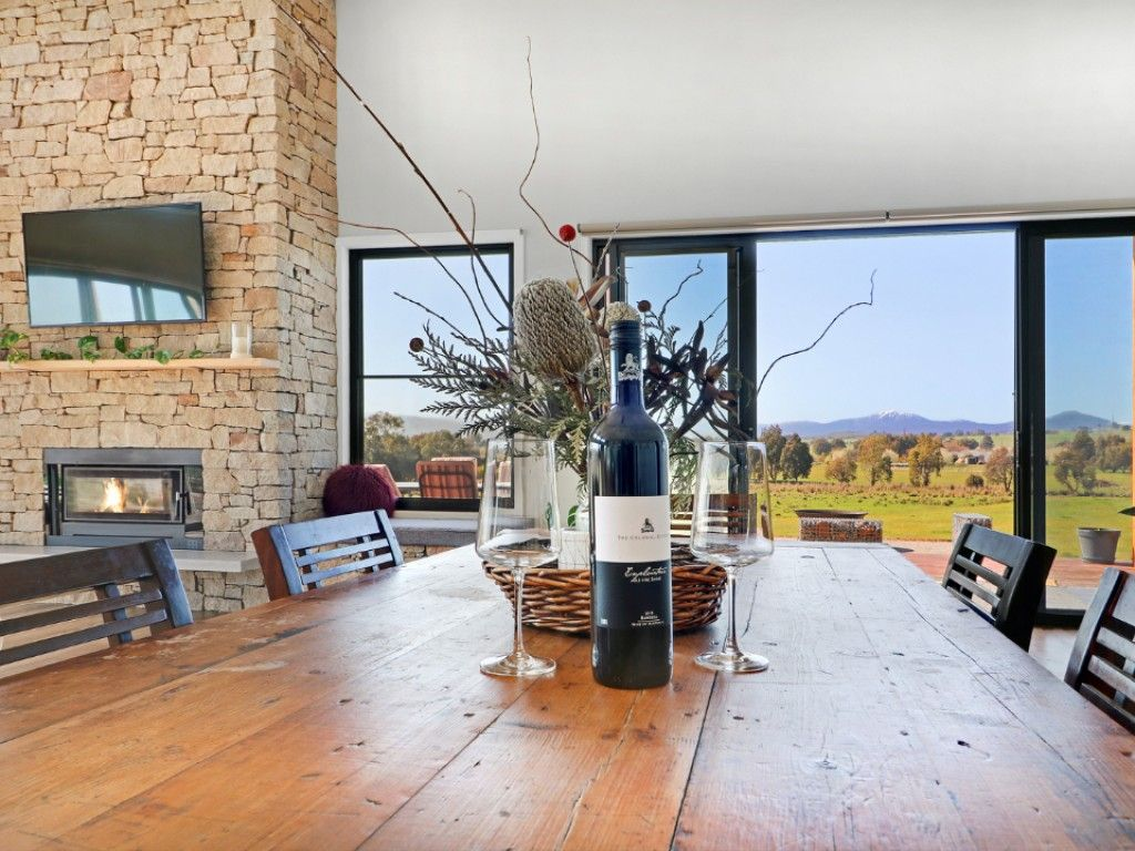 Easy Living In A Prime Lifestyle Pocket https://t.co/qA479bsUqz   An inviting and bespoke interior encompassing a collaboration of raw materials including hand-selected stone, concrete and timber.  #vic #mansfield #forsale #farmproperty #realestate #farmer #farm https://t.co/KsDnlXStiW