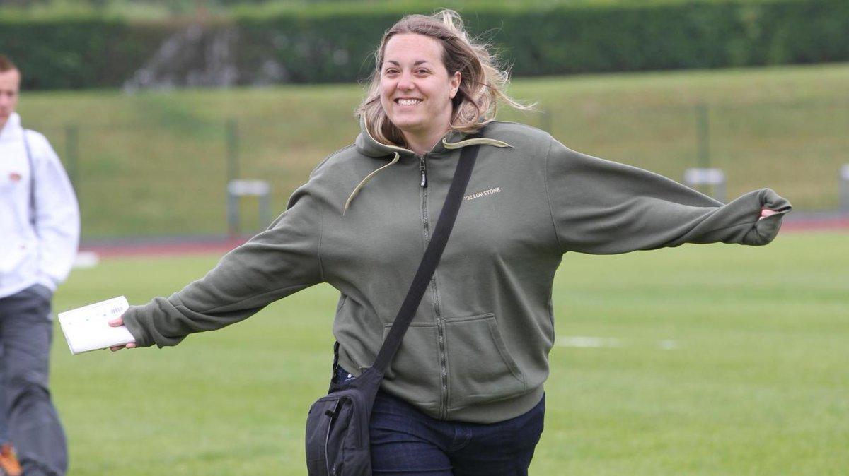 """Nous avons appris avec tristesse la disparition de notre collègue Sophie Roguez, journaliste au service des sports.  A sa famille et à ses proches, le Courrier picard présente ses sincères condoléances.  """"Les bonheurs de Sophie""""  https://t.co/KVKYR4DKeH https://t.co/RbtfhleqlA"""
