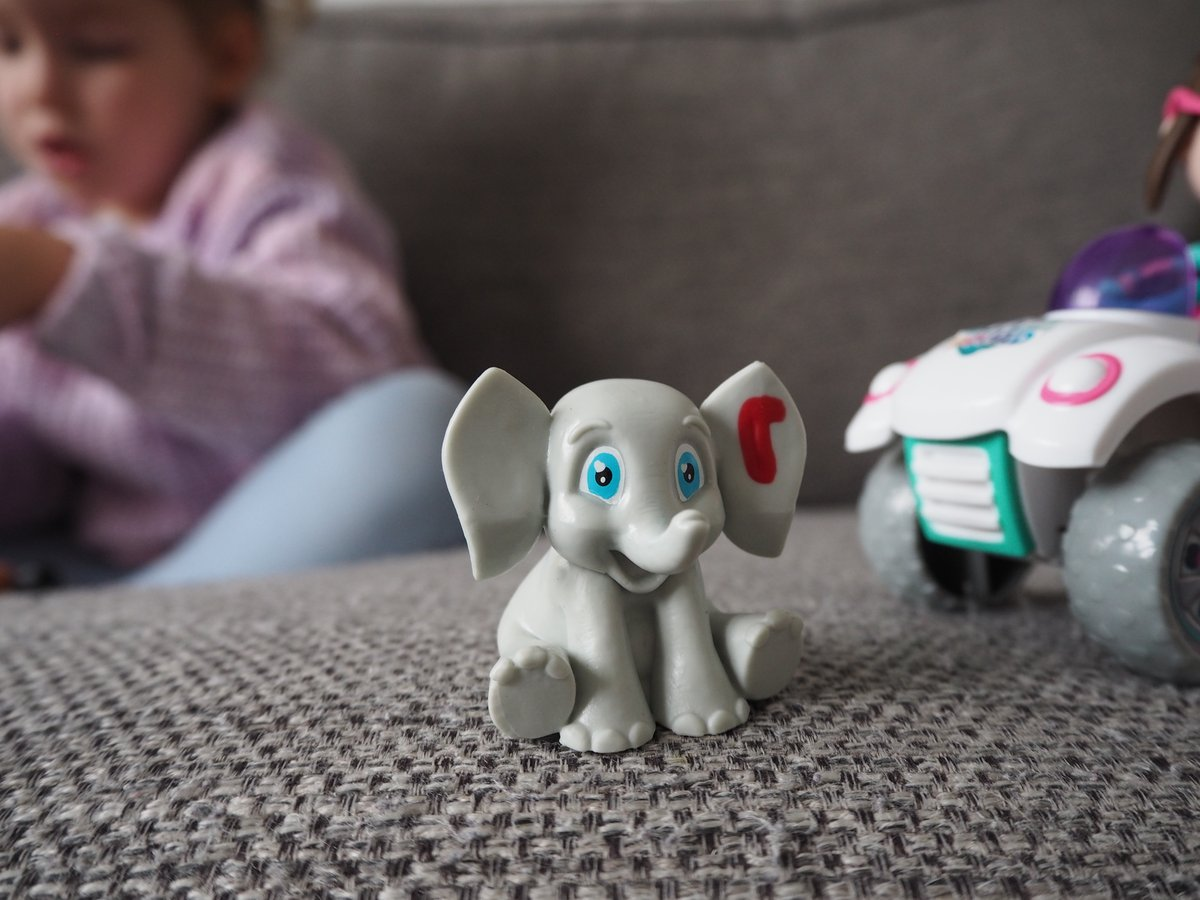 The addition of colour-changing injuries and bandages add a whole new element to play! Ava loves nursing the animals back to health #VetSquad @BlogOnUK @VividToyGroup #ad https://t.co/rQZyXCN2X5