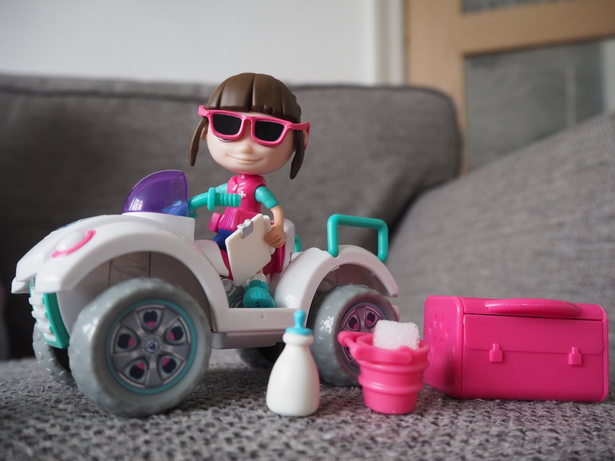 How rad does Ava look on her quad bike? She is dressed for the occasion and carrying all the accessories she needs! #VetSquad @BlogOnUK @VividToyGroup #ad https://t.co/DxtdT0VGO8