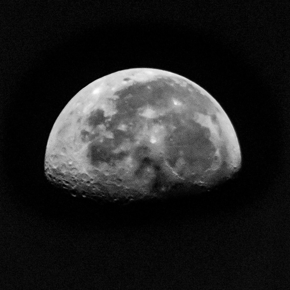 #blackandwhitephotography #moonatdawn #blackandwhiteedit https://t.co/I3k9qGQ11e