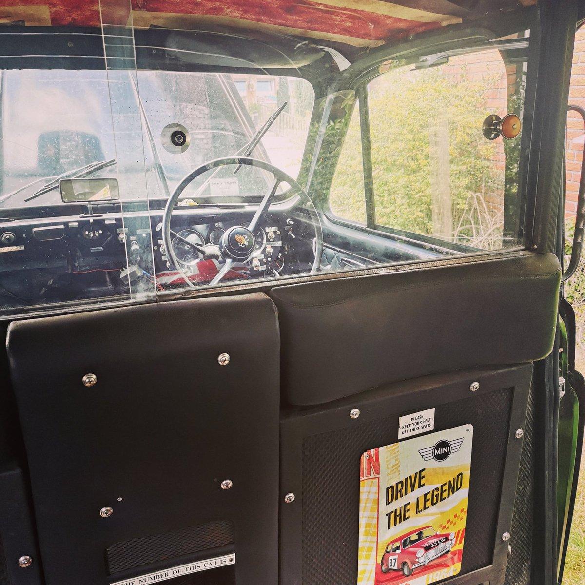 Ein Blick von innen auf die Fahrerkabine... Euer Platz für Eure Fotos 📸  #weeding #hochzeitsplanung #hochzeit #heiratenhamburg #photobooth #photoboothwedding #photobox #photoboothfun #hamburg #eventcar #hochzeitsauto #schleswigholstein #mecklenburgvorpommern https://t.co/sFOELD62jy