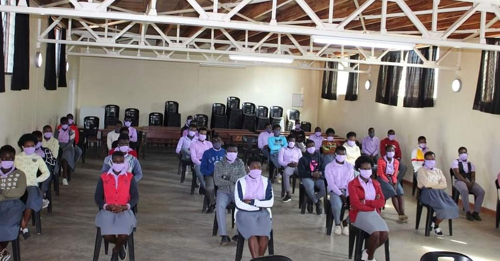 More Back to school day at Jacaranda School!  Jacaranda Foundation  welcomed back Standard 8 and Form 4 students, after five months of schools closure in Malawi. Only these two classes are allowed in schools across the country.  #SIIChampions  #SIIMalawi https://t.co/J3eBH2rGdI