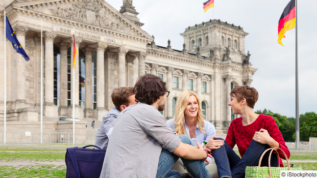 The EMGIP-Bundestag Internship gives exceptional students a chance to carry out a 2-month placement at Germany's national parliament, the Bundestag. Application deadline: Sept. 15. Details: https://t.co/oUJrKarHpw https://t.co/jbbEOL31Cy