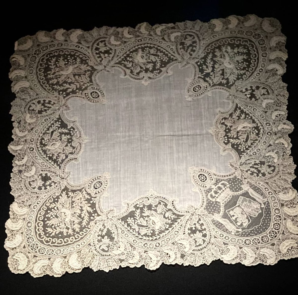 Both handkerchiefs are made from 'point de gaze', the finest and most luxurious of the Brussels laces.  These handkerchiefs, together with four others from our collections, are on view in the Museum of Costume and Lace until the end of November! https://t.co/dda5pOtvem