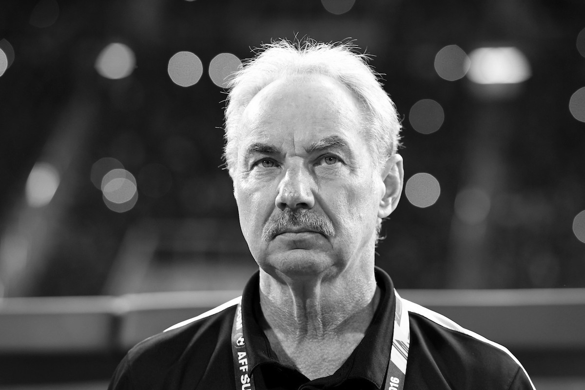 Our deepest condolences to the family & friends of former Indonesia and Vietnam national team coach, Alfred Riedl who has passed away at the age of 70 yesterday.  #AFFSuzukiCup https://t.co/08F6F7tD6m