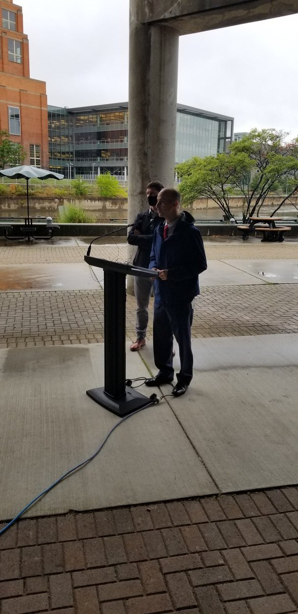 BREAKING: @lansingmichigan mayor @andyschor announcing the new $3.2 million Lansing Shuffleboard and Social Club project at the site of the old City Market building.  The property leased by Detroit Rising Development.  More on this story throughout the afternoon on #1320WILS. https://t.co/rzm9d1JTX9