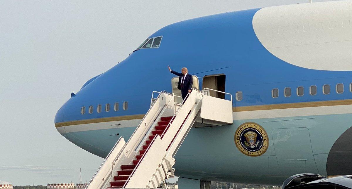 POTUS is wheels down at Philadelphia International Airport.... https://t.co/3YKFvO4QCg