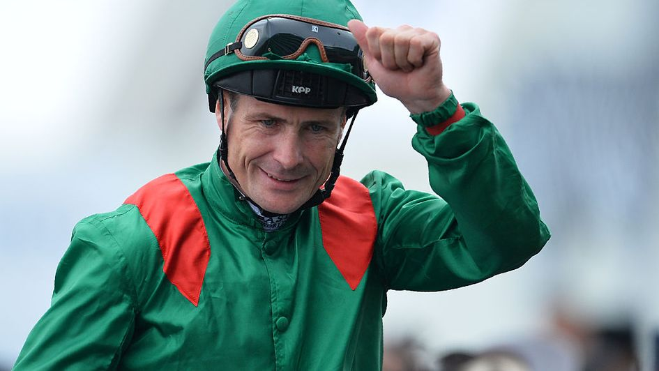 Our thoughts tonight are with the loved ones of Pat Smullen, popular Derby-winning jockey, who has died from cancer at 43. Rest in peace.