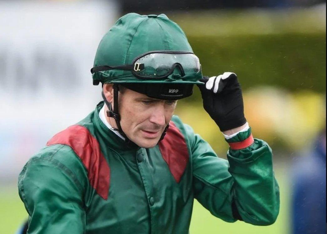 Pat Smullen est décédé à l'âge de 43 ans des suites d'un cancer du pancréas...  Il avait été sacré neuf fois champion des jockeys en Irlande et remporté de nombreux groupes 1 dont le Derby d'Epsom en 2016 avec Harzand.  #PatSmullen https://t.co/O1DA9vNv9E