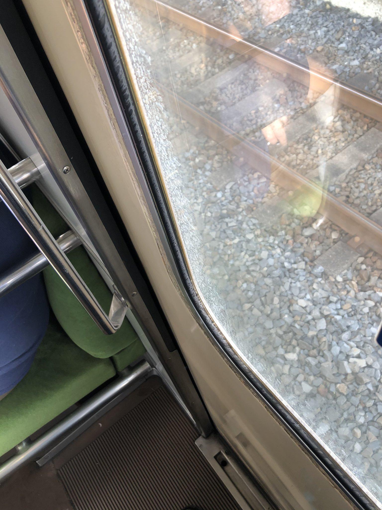 画像,で、電車止まりました...人身事故で動けません... https://t.co/twLGFIYAe6。