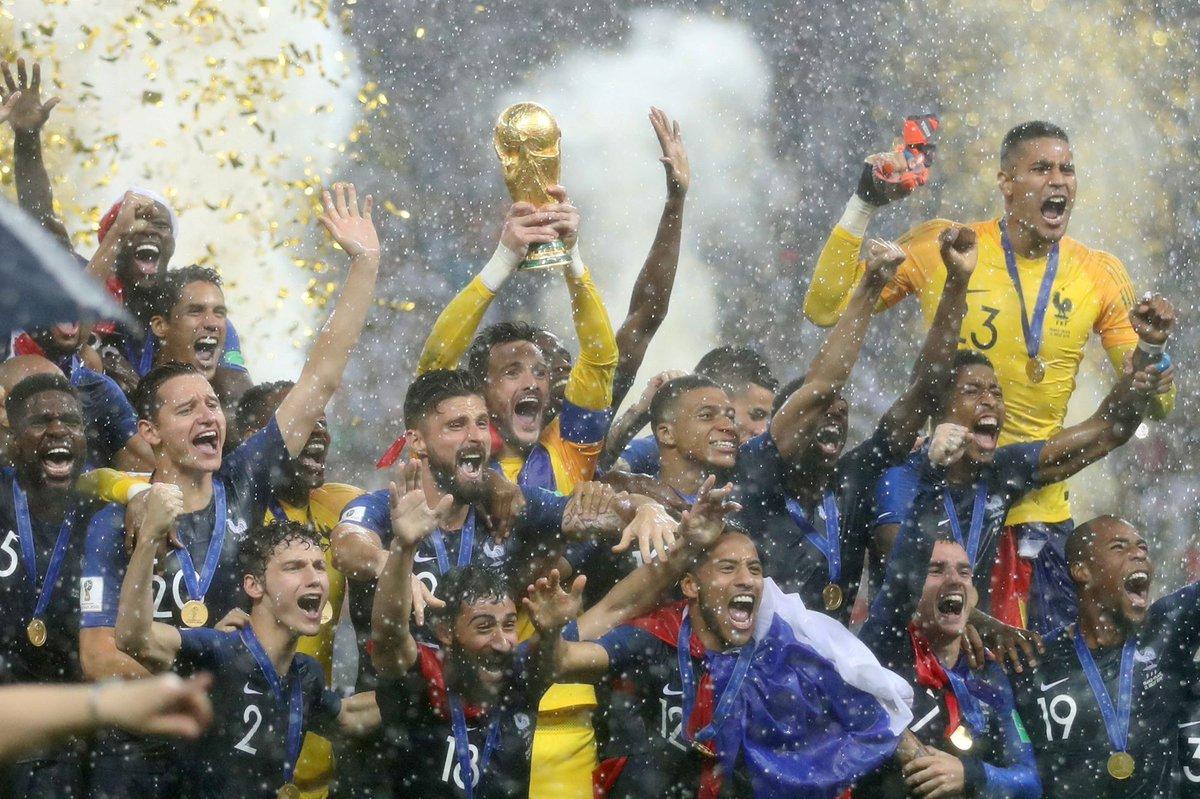 Victoire 4-2 pour l'équipe de France, bravo pour cette 2e coupe du monde en 2 ans remportée face à la Croatie. #FRACRO https://t.co/y3ePsmX7Pd