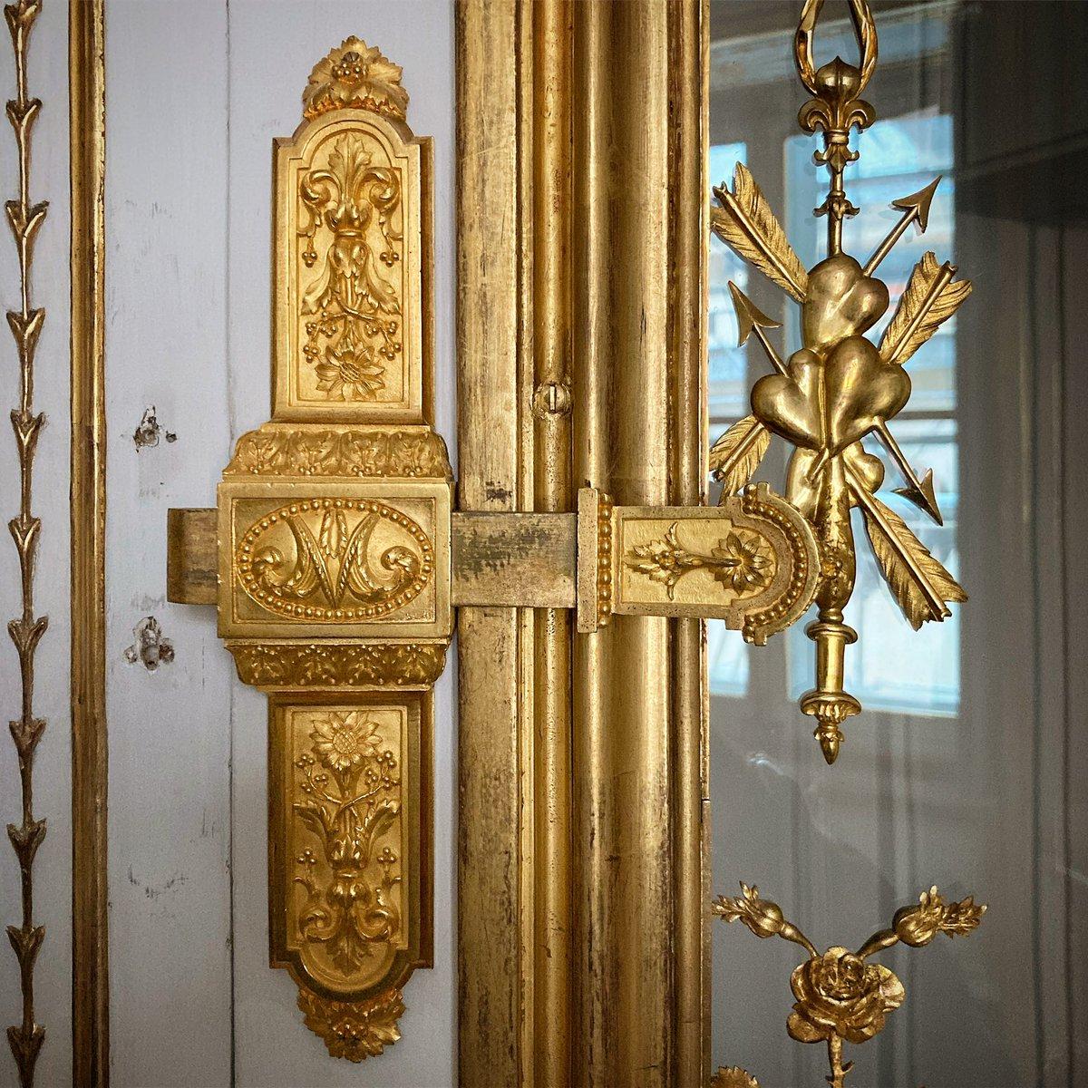 """charly lavado on Twitter: """"Réalisé pour la Reine #MarieAntoinette lors de la  naissance du Dauphin, le Cabinet de la Méridienne est l'une des pièces les  plus élégantes et raffinées du @CVersailles. Fauteuils"""