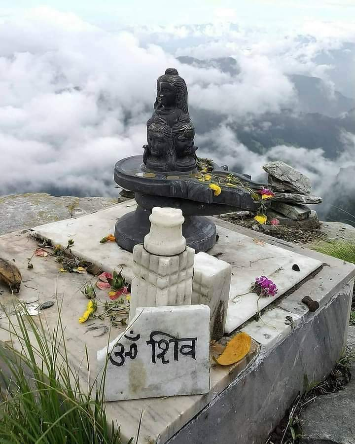 A paradise for Trek, Nature & Shiva Lovers. Place with Amazing Vibes 😇  ।। ॐ नमः शिवाय ।। #highestshivatemple #Chandrashil #Tungnath #Chopta #Rudrapraya 📷 @SudhaPratap https://t.co/aVJEFUFTNy