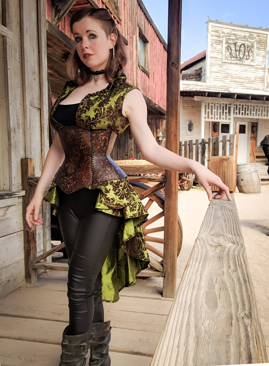#Cosplay 🎩 Awesome of the Day: #Steampunk ⚙️ Costume at #WildWildWestCon With #Corset Waistcoat And #Jewelry💍 Made By @TaylissForge #SamaCosplay