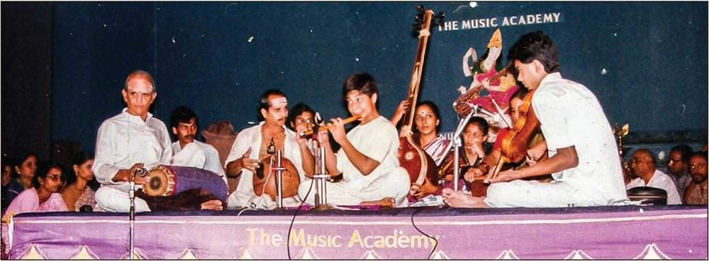Here's a lovely picture that was shared with me recently. This must be in the 1980s at the Music Academy with a young Sri.Shashank on the Flute with Sri.Delhi Sunder Rajan on the Violin and Sri.V.Suresh on the Ghatam.   #music #vintage #musicacademy #Chennai @shashankflute https://t.co/UTRKPcxhi3